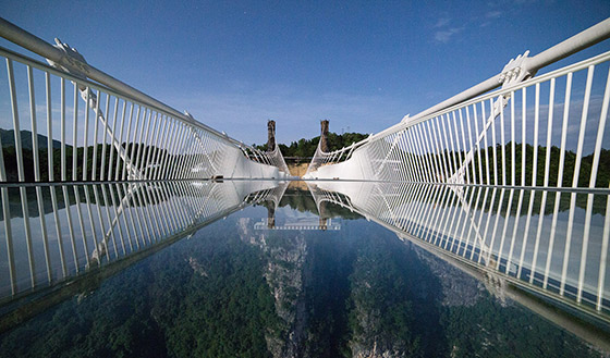 GlassBridge03